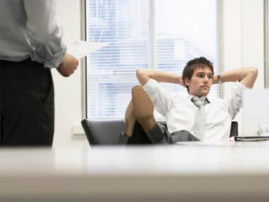 上司が相談を聞いてくれない!こんな残念な上司の原因と対処法