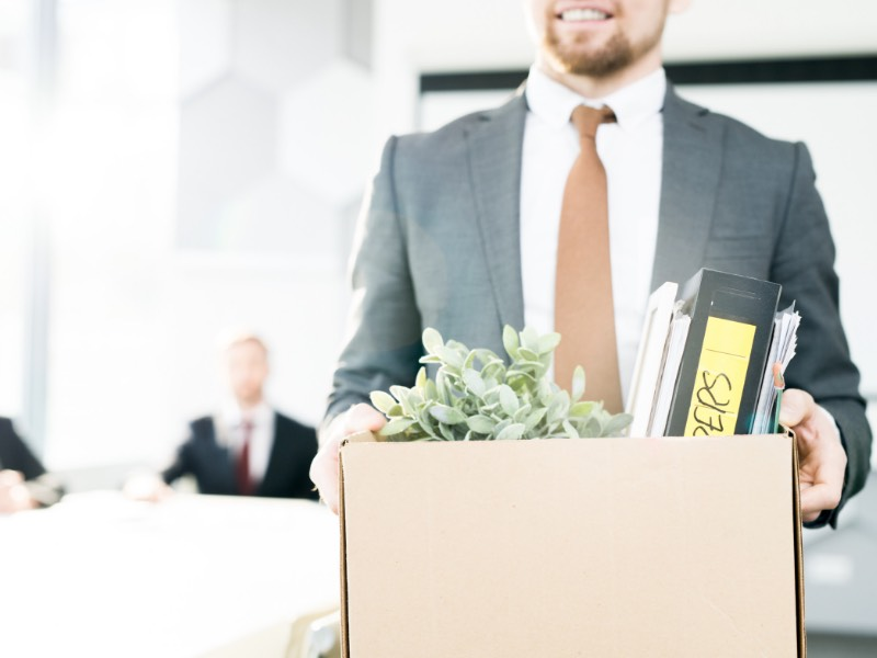 上司が相談を聞いてくれない場合は仕事を辞めるというのも一つの手段