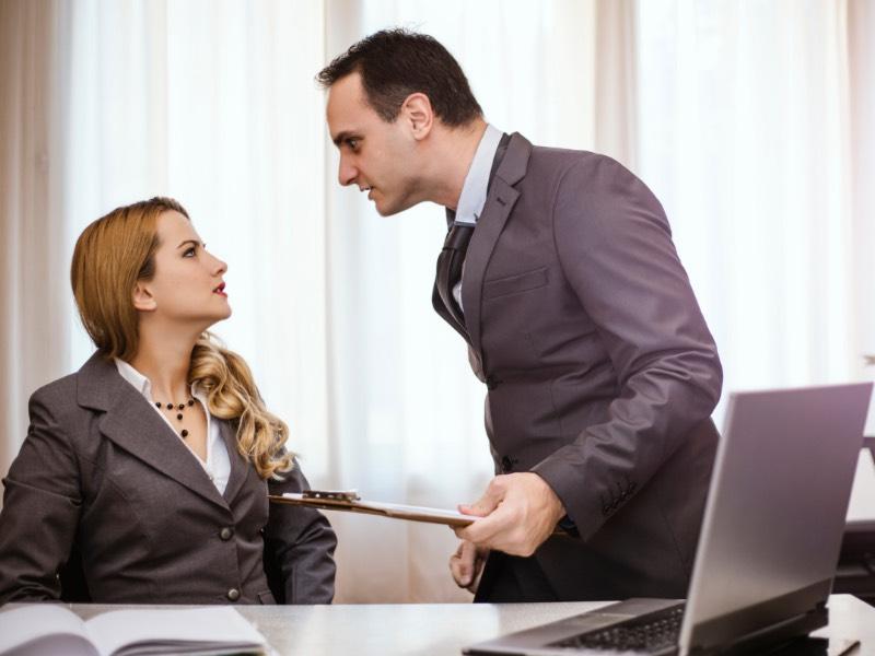 仕事のミスを言い訳する人とどうやってうまく付き合っていけばいいのか?